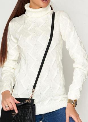 Женский вязаный однотонный удлиенный белый свитер с воротником под под горло (сг01 jdnn)