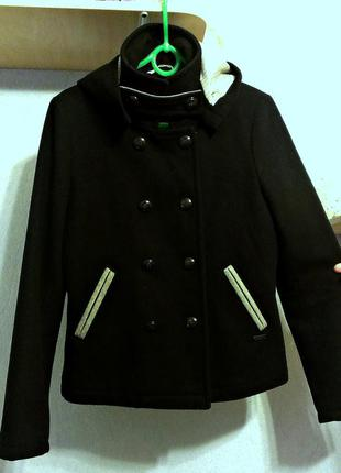 Короткое шерстяное пальто bershka