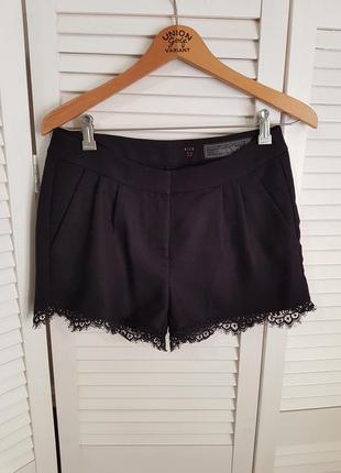 Стильные черные шорты с кружевом edc