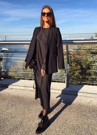 Минималистичное вечернее шелковое платье макси длинное черное с рукавами нарядное