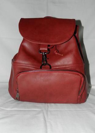Стильный рюкзак из экокожи.