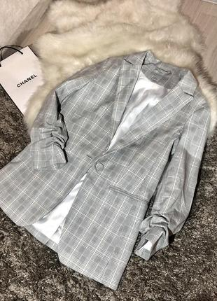 Серый жакет-пиджак в клетку