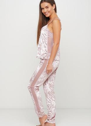 Нежно розовый  велюровый пижамный костюм майка и штаны
