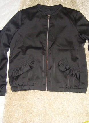 Шикарная куртка-бомбер  с рюшем по кокетке,  рукаву и карману