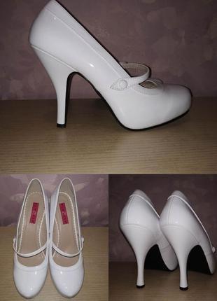 Туфли 43 р, большой размер белые лаковые
