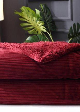 Зимний рубиновый плед с рельефными полосами