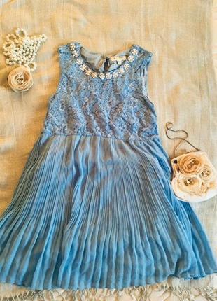 Yumi. небесное кружевное платье с юбкой плиссе, внизу плиссировка крупная
