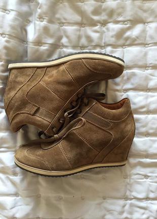 Кроссовки на каблуке geox
