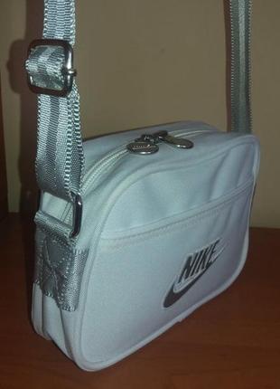 Спортивная сумочка nike