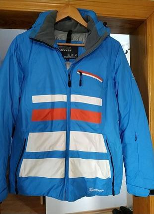 Лыжная курточка ,не продуваемая