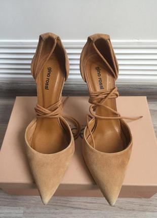 Туфли лодочки со шнуровкой