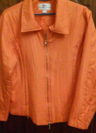 Куртка оранжевая болоньевая легкая,мягкая. fashionconsept