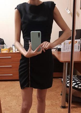 Платье черное мини с открытой спиной  zara р.s тренд сезона.