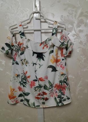 Блуза с открытыми плечами и воланами   quiz