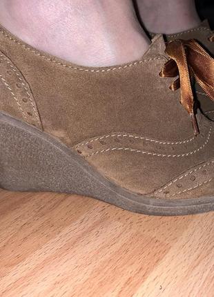Новые замшевые ботиночки/туфельки  на танкетке бренд sacha