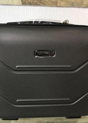 Мини-кейс 40*30*20 для wizzair, также можно прикрепить к багажу