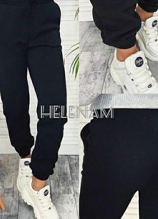 Черные спортивные штаны на флисе