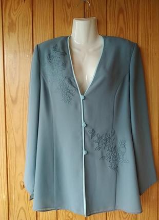 Легкий двойной пиджак с вышивкой