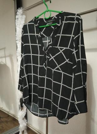 Красивая блуза от известного бренда.