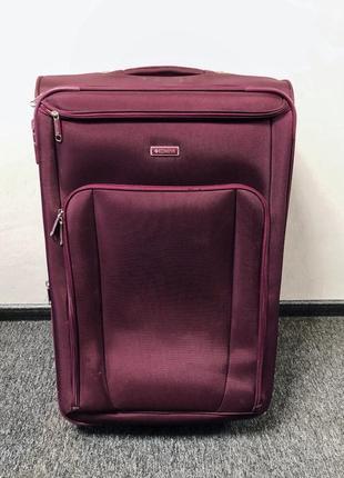 Большой {70x47x30, 100л} семейный чемодан от надежного производителя.