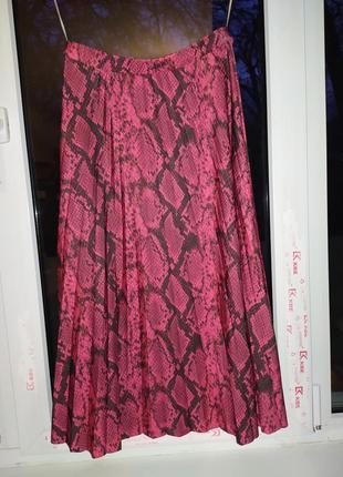 Длинная плиссированная юбка со змеиным принтом