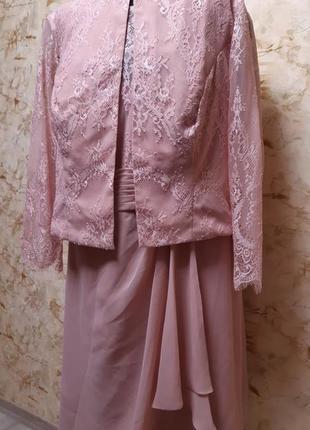 Очень  стильный  красивый костюм двойка( платье  и пиджак) , цвет  пудра,  размер  54-56