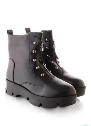 Стильные женские ботинки зимние берцы на тракторной подошве со змейкой молнией