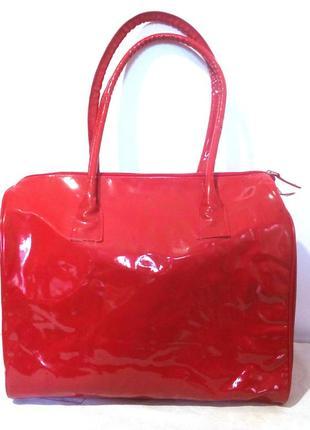 Шикарная лаковая красная сумка