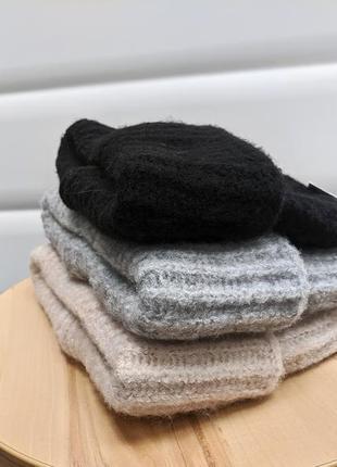 Стильная шапка такори с широким отворотом