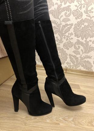 Замшевые кожанеые демисезонные сапоги ботинки на каблуке нарядные черные коасивые
