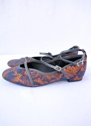 Стильные фирменные босоножки next на маленьком каблуке. размер 4 / 37.