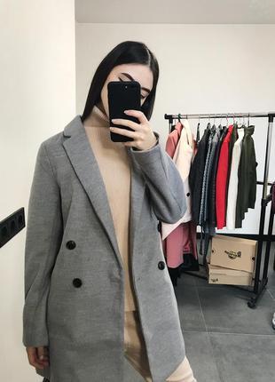 Классное классическое серое пальто от hm