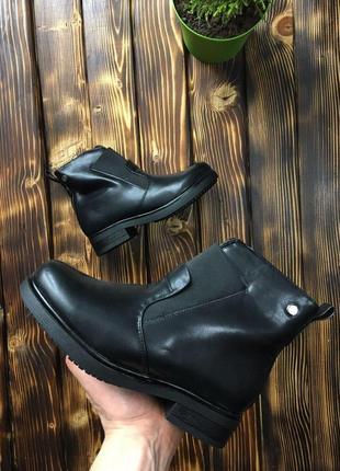 Ботинки - женские (чёрные)