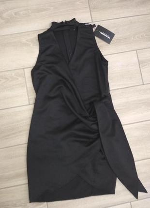 Платье на запах с чокером