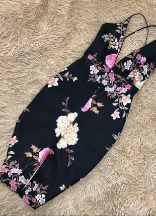 Нарядное элегантное платье с глубоким декольте и разрезом спереди длины миди missguided 🌹