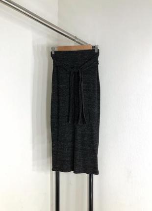 Вязанная меланжевая юбка миди с завязками на талии