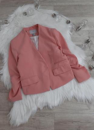 Короткий нежно розовый  пиджак h&m