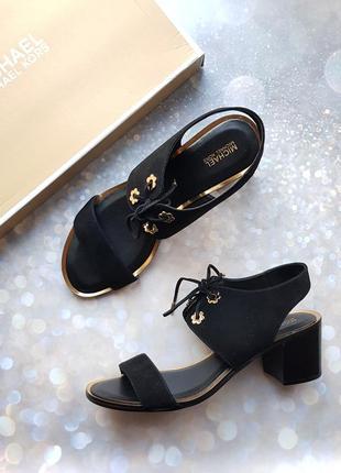 Черные замшевые босоножки на шнуровках бренд michael kors р.39