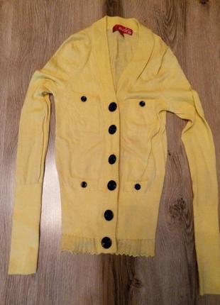 Желтый свитерок