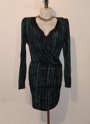 Облегающее мини платье, с вырезом