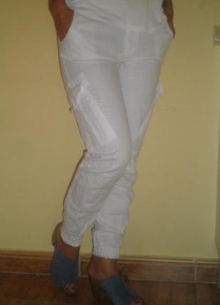 Штаны белые с манжетами внизу