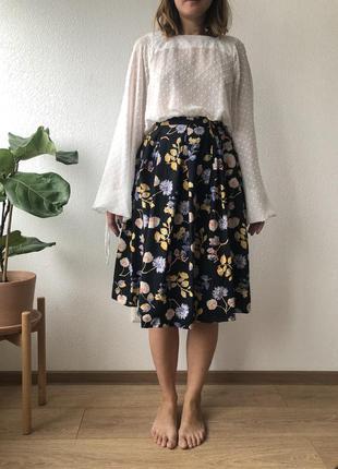 Черная юбка в цветочек