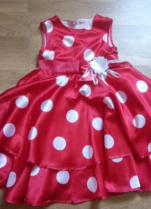 Нарядное атласное платье на 4-5лет