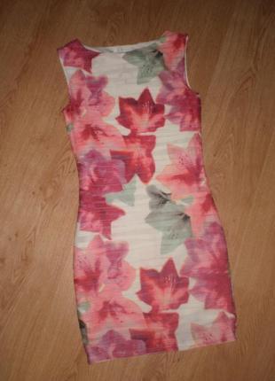 Шикарне стильне рельєфне плаття в яскраві квіти від бренда amisu 6/36,