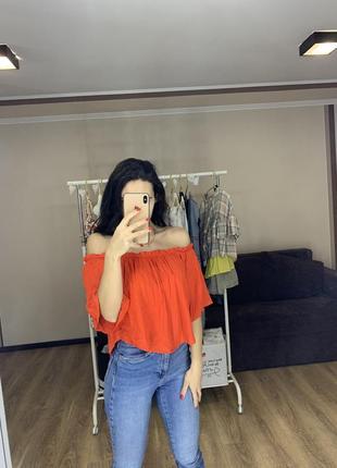 Блуза топ открытые плечи zara trafaluc тренд сезона 2020 сзади пуговки