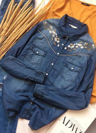Невероятно красивая вышитая джинсовая рубашка из тонкого котона
