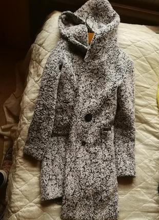 Крутое теплое пальтишко, в котором чувствуешь себя стильно .