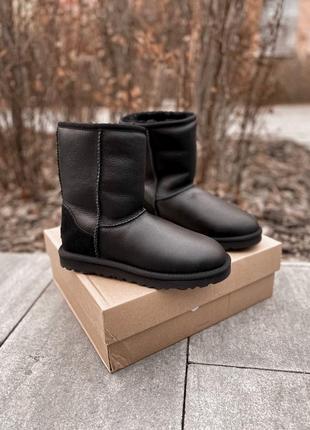 Ugg short ii black leather натуральные зимние женские угги сапоги чёрные зима овчина