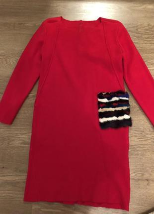 Красное платье с меховым карманом  р.36-38