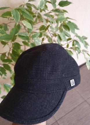 Стильная шерстяная кепочка